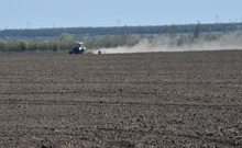поле пай пашня трактор