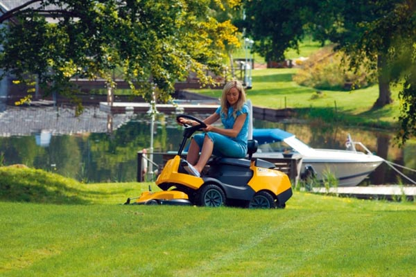 садовые тракторы и райдеры