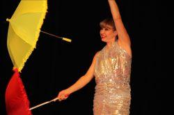 Зонтики у Елены Ким появляются из воздуха